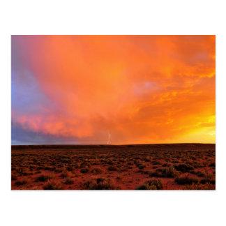 Carte Postale Coucher du soleil de flambage avec la foudre