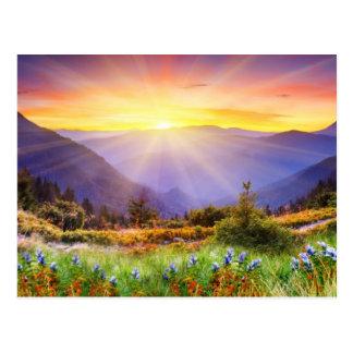 Carte Postale Coucher du soleil majestueux dans le paysage de