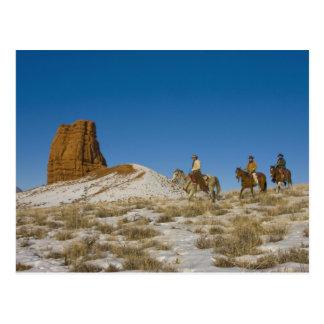 Carte Postale Cowboys sur le cheval d'équitation de Ridge par la