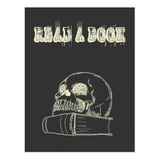 Carte Postale Crâne et un livre