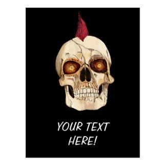 Carte Postale Crâne gothique de punk rock avec le Mohawk rouge