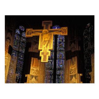 Carte Postale Crucifix au-dessus du haut autel dans Père Noël