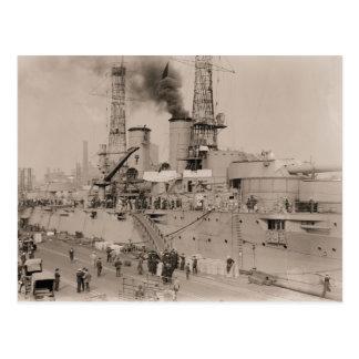 Carte Postale cuirassé vintage USS NEW YORK de photo chargeant