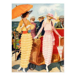 Carte Postale Dames vintages de promenade de la femme 20s de