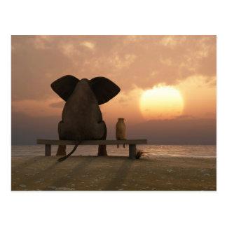 Carte postale d'amis d'éléphant et de chien