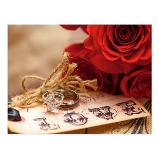 Carte postale d'anneau de rose rouge
