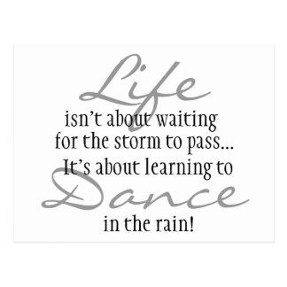 Carte Postale Danse dans l'aimant de pluie