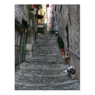 Carte Postale ~ de Bellagio, Italie vers le haut des escaliers