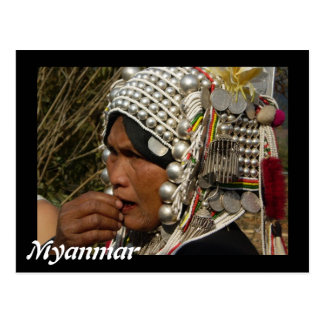 Carte postale de femme de Myanmar