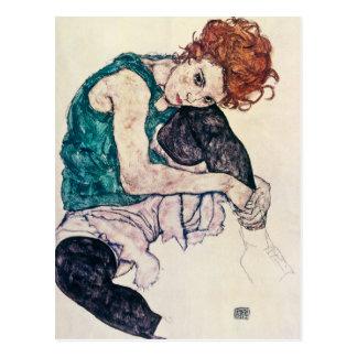Carte postale de femme posée par Schiele d'Egon