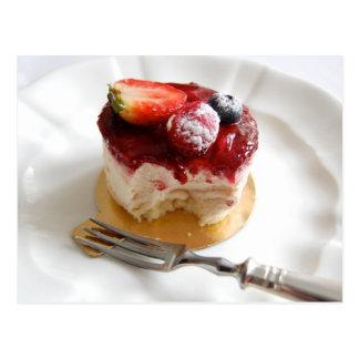 Carte postale de gâteau de mousse de fraise petite