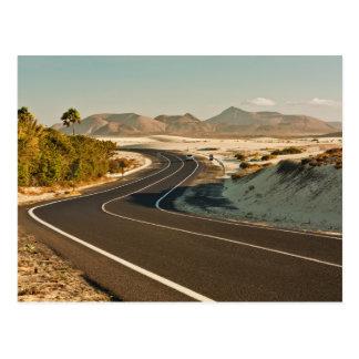 Carte postale de route de désert de Corralejo