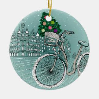 Carte postale de vacances avec l'arbre de vacances ornement rond en céramique