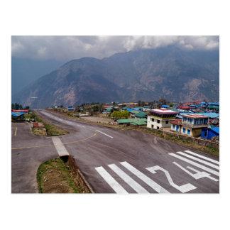 Carte Postale Décollage plat à l'aéroport de montagne de Lukla,