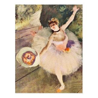 Carte Postale Dégazez la ballerine avec le bouquet des fleurs
