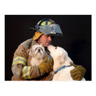 Carte Postale Délivrance de sapeur-pompier