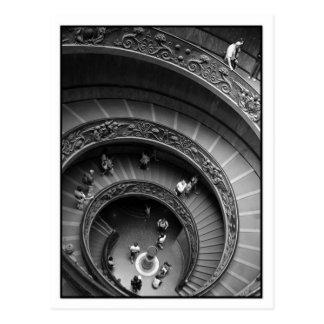 Carte postale d'escalier en spirale de musée de