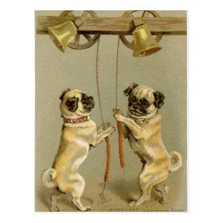 Carte Postale Deux chiens de carlin sonnant les cloches de Noël