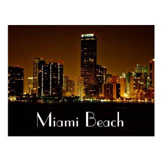 Carte postale d'horizon de nuit de Miami Beach la