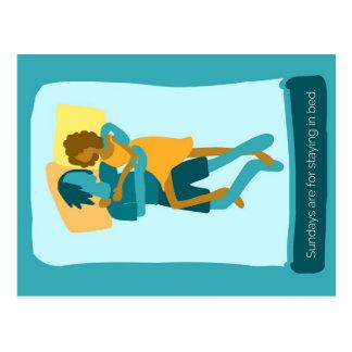Carte Postale Dimanche est pour rester dans le lit