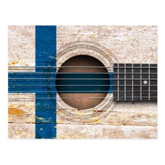 Carte Postale Drapeau finlandais sur la vieille guitare