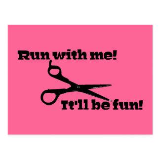 """Carte Postale Drôle - ciseaux - """"courez avec moi ! """""""