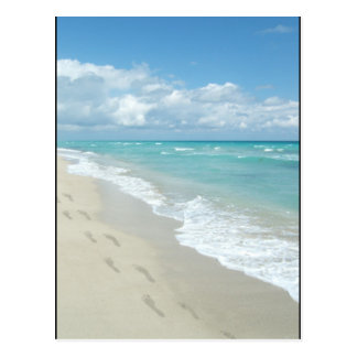 Carte Postale Empreintes de pas sur la plage sablonneuse