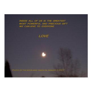 Carte postale en forme de coeur de lune