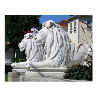 Carte postale en pierre de lions