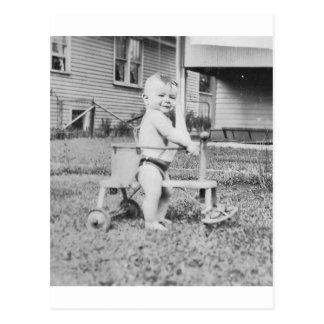 Carte Postale enfant des années 1950 dans le marcheur