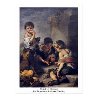 Carte Postale Enfants jouant par Bartolome Esteban Murillo