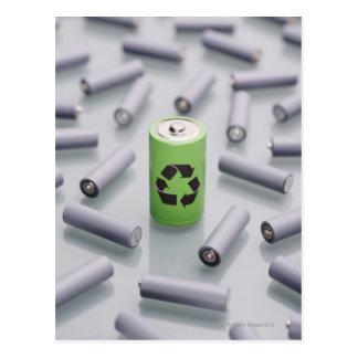 Carte Postale Entouré par de plus petites batteries grises