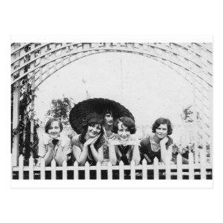 Carte Postale entretien de fille des années 1920
