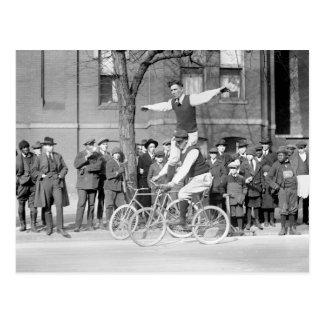 Carte Postale Équitation de tour de bicyclette, les années 1920