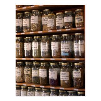 Carte Postale Étagères des pots d'herbe