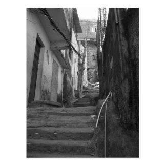 Carte Postale Étapes dans le plus grand favela dans le Rio de