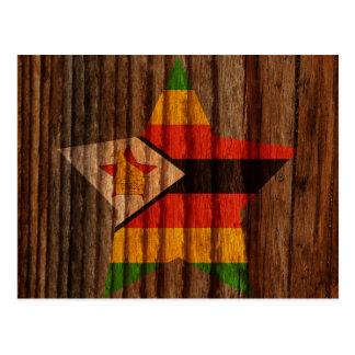 Carte Postale Étoile de drapeau du Zimbabwe sur le thème en bois