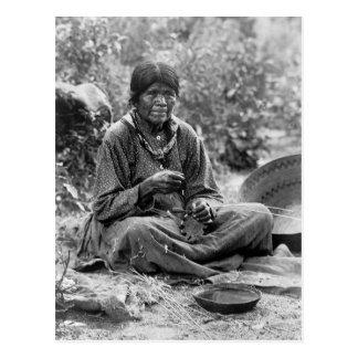 Carte Postale Fabricant de panier de Paiute, 1902