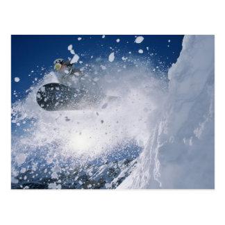 Carte Postale Faisant du surf des neiges à la station de