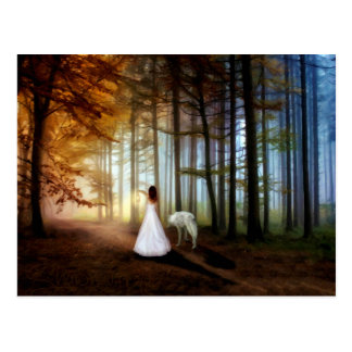 Carte Postale Femme marchant avec un loup