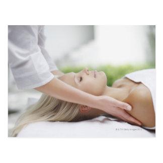 Carte Postale Femme recevant le massage