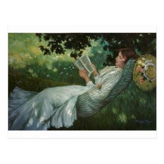 Carte Postale Femme victorienne lisant un livre