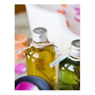 Carte Postale Fermez-vous des bouteilles avec des huiles de