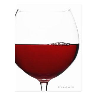 Carte Postale Fermez-vous du verre de vin rouge sur le blanc