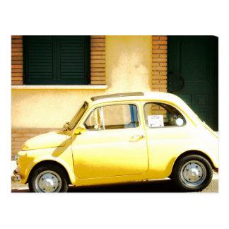 Carte Postale Fiat jaune 500 en Italie