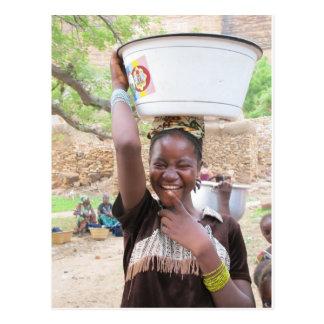 Carte Postale Fille au marché dans le pays de Dogon, Mali