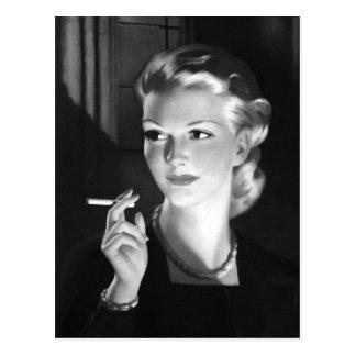 Carte Postale Fille de tabagisme vintage de Pin- de cigarette de
