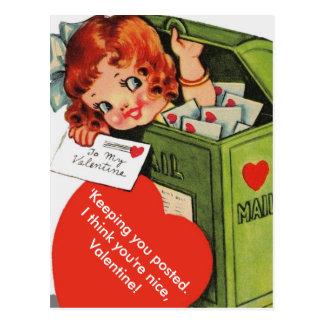 Carte Postale Fille vintage changée mignonne dans la boîte aux