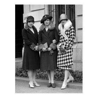 Carte Postale Filles d'aileron, les années 1920 de casquettes de