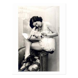 Carte Postale Flirt de Français - fille de pin-up vintage